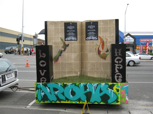 sustainifable kiwi » Christmas Journey floats in Santa Parade